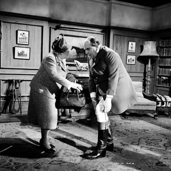 Für Miss Marple (Margaret Rutherford, l.) steht fest, dass Mr. Enderby keinen natürlichen Tod starb. Nur wer hat bei seinem Tod nachgeholfen? Vielle... - Bildquelle: Warner Bros.