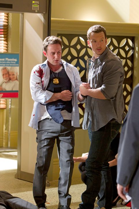 Werden sie den Bankraub überleben? Detective William LaMontagne Jr. (Josh Stewart, l.) und Matthew Downs (Josh Randall, r.) ... - Bildquelle: ABC Studios