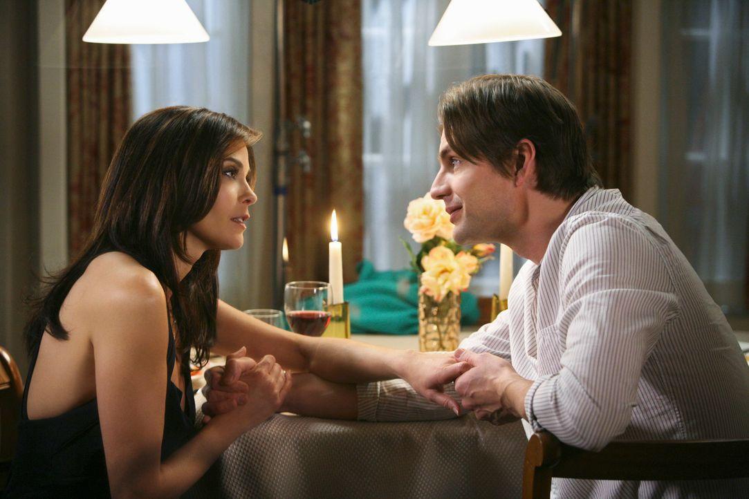 Während Bree sich auf die Scheidung mit Orson vorbereitet, bekommt Susan (Teri Hatcher, l.) Besuch von Jackson (Gale Harold, r.), der mit einer beso... - Bildquelle: ABC Studios