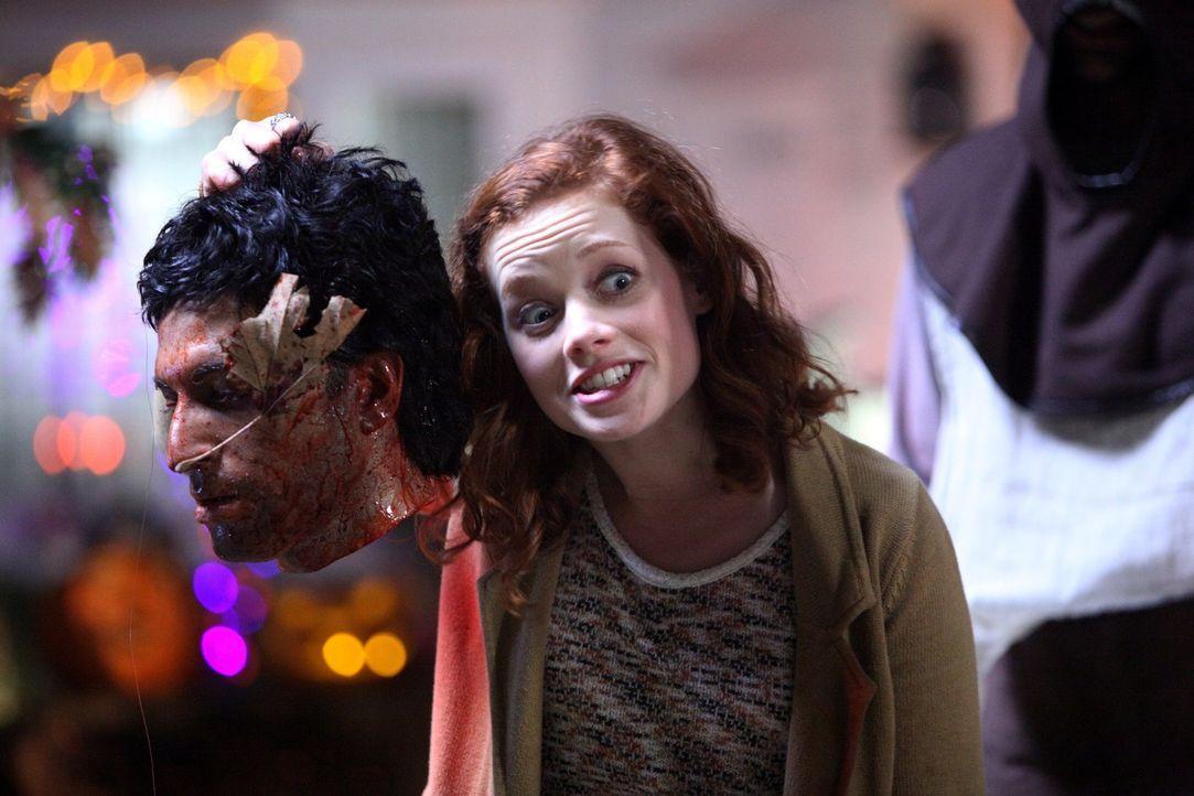 Im Gegensatz zu ihren Nachbarn, findet Tessa (Jane Levy) Halloween richtig super ... - Bildquelle: Warner Bros. Television