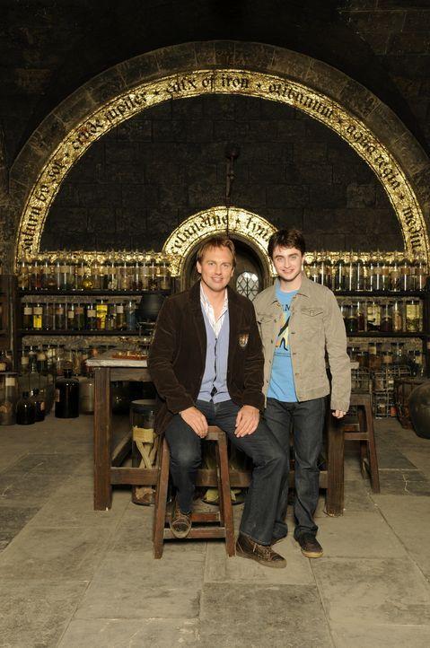 """""""Harry Potter"""" Daniel Radcliffe, r. erzählt Moderator Steven Gätjen, l. von den aufregenden Dreharbeiten zu """"Harry Potter und der Halbblutprinz"""" ... - Bildquelle: STEVE FINN PHOTOGRAPHY"""