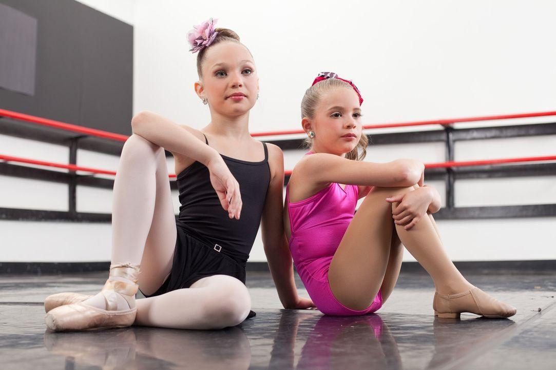 Wartet eine große Karriere auf Maddie (l.) und Mackenzie (r.)? - Bildquelle: Barbara Nitke 2012 A+E Networks