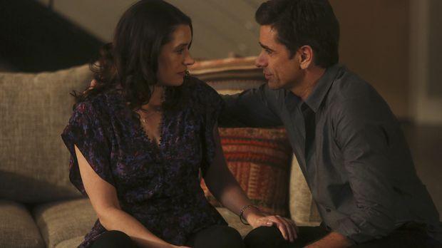 Als Sara (Paget Brewster, l.) und Jimmy (John Stamos, r.) feststellen, dass s...