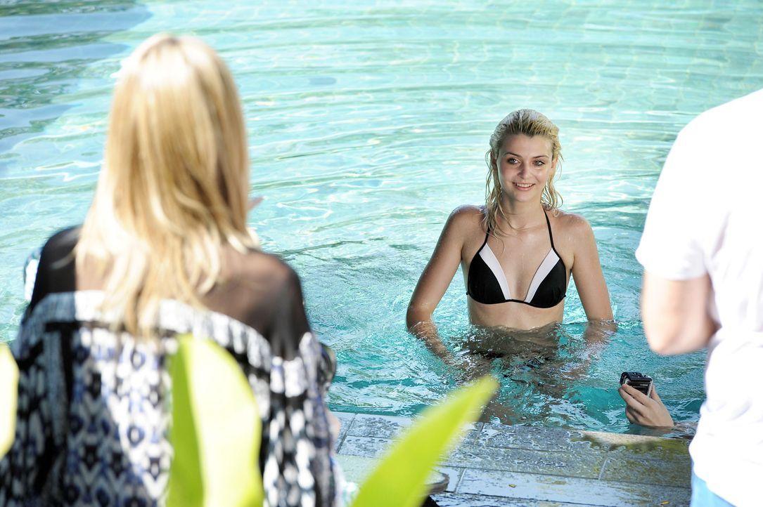 GNTM-Stf09-Epi01-Singapur-Poolshooting-44-ProSieben-Oliver-S - Bildquelle: ProSieben/Oliver S.