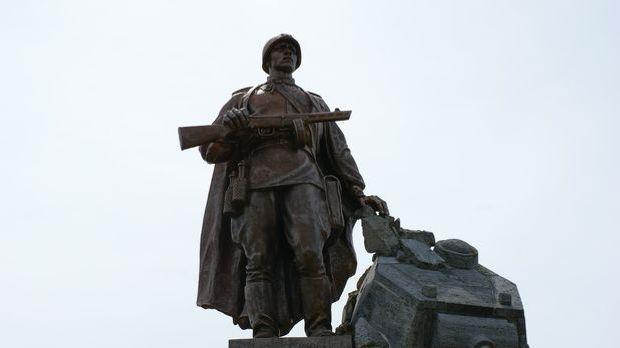 Als Deutschland die Sowjetunion angreift, tritt Russland in den zweiten Weltk...