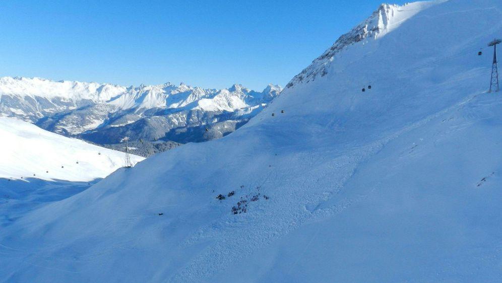 Lawine verschüttet deutsche Wintersportler in Südtirol  - Bildquelle: dpa