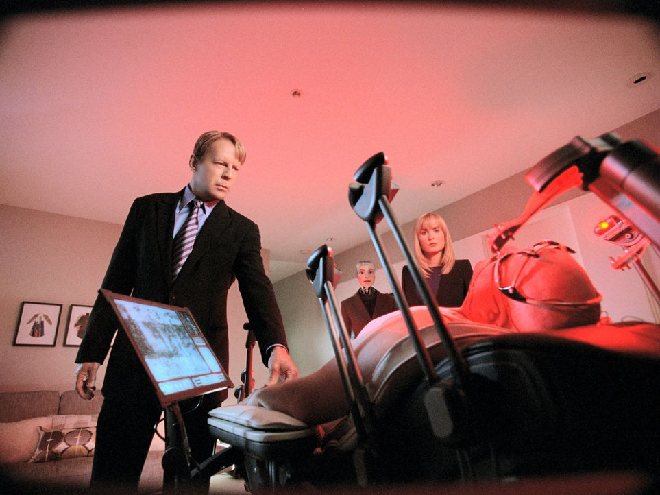 In der Zukunft ist es an der Tagesordnung, sich einen Roboter zu kaufen, der aussieht wie man selbst, und diesen dann für sich ferngesteuert arbeit... - Bildquelle: Stephen Vaughan Touchstone Pictures.  All Rights Reserved