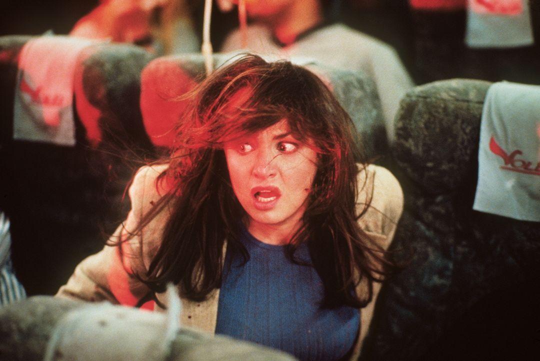 In einem schrecklichen Albtraum muss Alex erleben, wie eine Explosion an Bord eines Flugzeugs ihn und seine Freunde (Ali Larter) in den Tod reißt ... - Bildquelle: New Line Cinema
