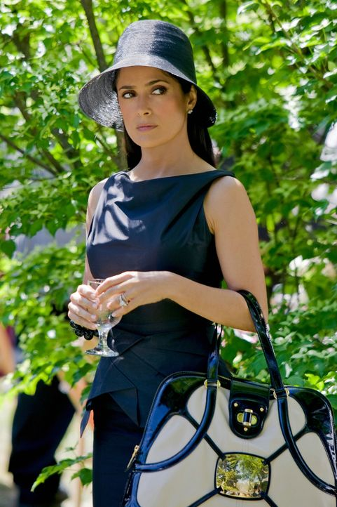 Glaubt zu wissen, worauf es im Leben ankommt: Modedesignerin Roxanne Chase-Feder (Salma Hayek) ... - Bildquelle: 2010 Columbia Pictures Industries, Inc. and Beverly Blvd LLC. All Rights Reserved.