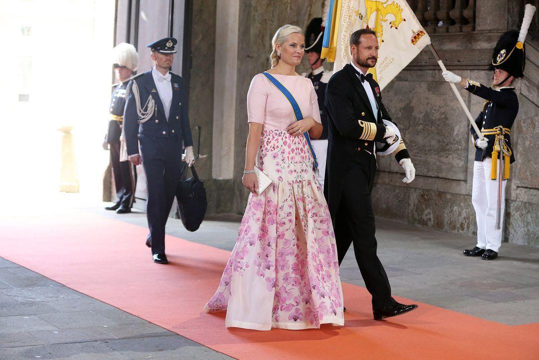 Hochzeit-Prinz-Carl-Philip-Sofia-Hellqvist-15-06-13-4-dpa - Bildquelle: dpa