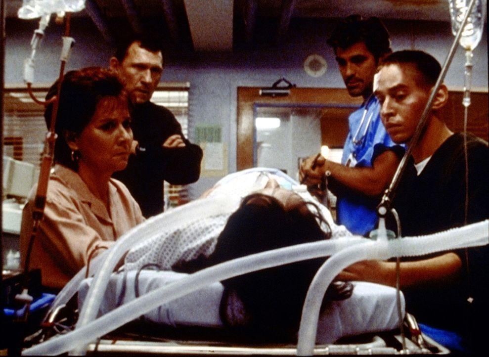 Zoes Eltern und ihr Freund Donny (Judd Trichter) müssen entscheiden, was mit dem ungeborenen Baby des Mädchens geschehen soll. - Bildquelle: TM+  2000 WARNER BROS.