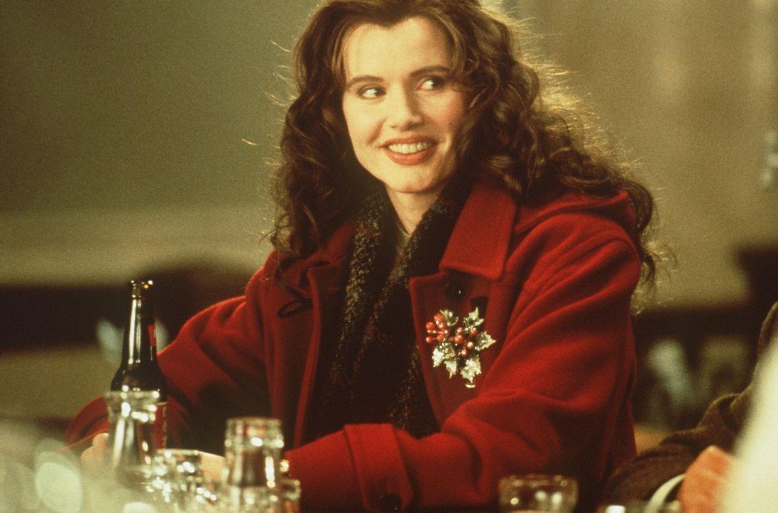 Die bezaubernde Kleinstadtlehrerin Charly (Geena Davis) ahnt nicht, dass sie in einem früheren Leben eine brutale, rücksichtslose und eiskalte Topag... - Bildquelle: New Line Cinema