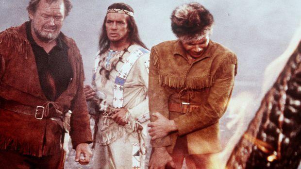 Baumann (Walter Barnes, l.) und dessen Sohn Martin (Götz George, r.) sind der...