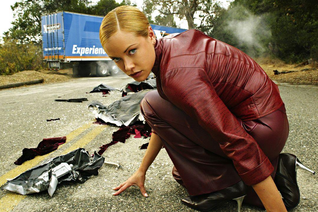 T-X (Kristanna Loken) ist weitaus mächtiger, gefährlicher und zerstörerischer als jeder Terminator vor ihr ... - Bildquelle: 2004 Sony Pictures Television International. All Rights Reserved.