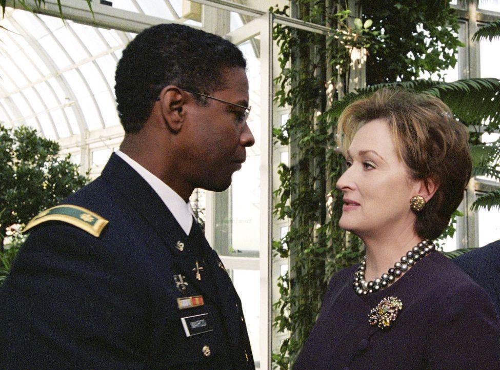 Ben Marco (Denzel Washington, l.) muss erkennen, dass Eleanor Shaw (Meryl Streep, r.) alle Fäden in der Hand hält ... - Bildquelle: Paramount Pictures