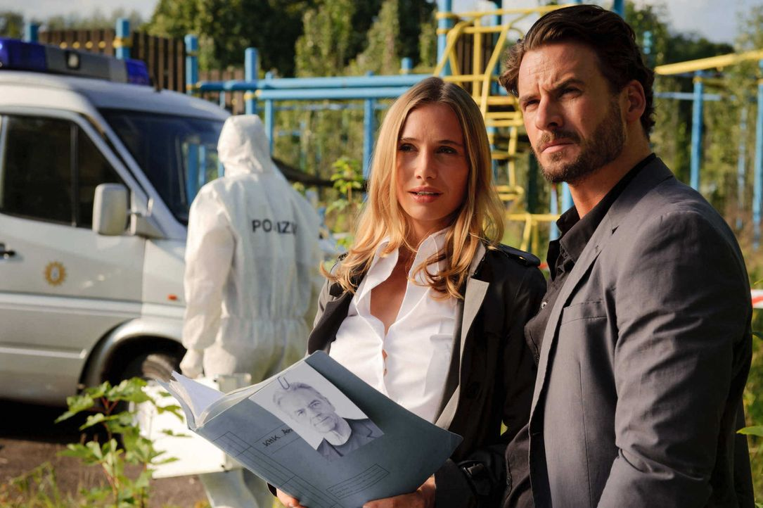 Haben einen Mord und einen Verdächtigen - Ex-Kommissar Wolff: Marck (Stephan Luca, r.) und Vicky (Nadeshda Brennicke, l.) ... - Bildquelle: Stefan Erhard SAT. 1