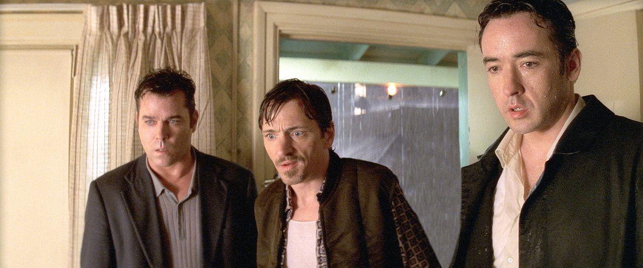 Der Mörder hat wieder zugeschlagen: Detective Rhodes (Ray Liotta, l.), Larry (John Hawkes, M.) und Ed (John Cusack, r.) sind schockiert ... - Bildquelle: 2003 Sony Pictures Television International. All Rights Reserved.