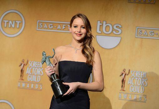 screen-actors-guild-awards-jennifer-lawrence-13-01-27-1-getty-afpjpg 2100 x 1...