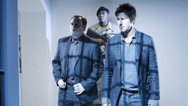 Detective Sheppard (Joe Flanigan, r.) und sein Kollege Agent McKay (David Hew...