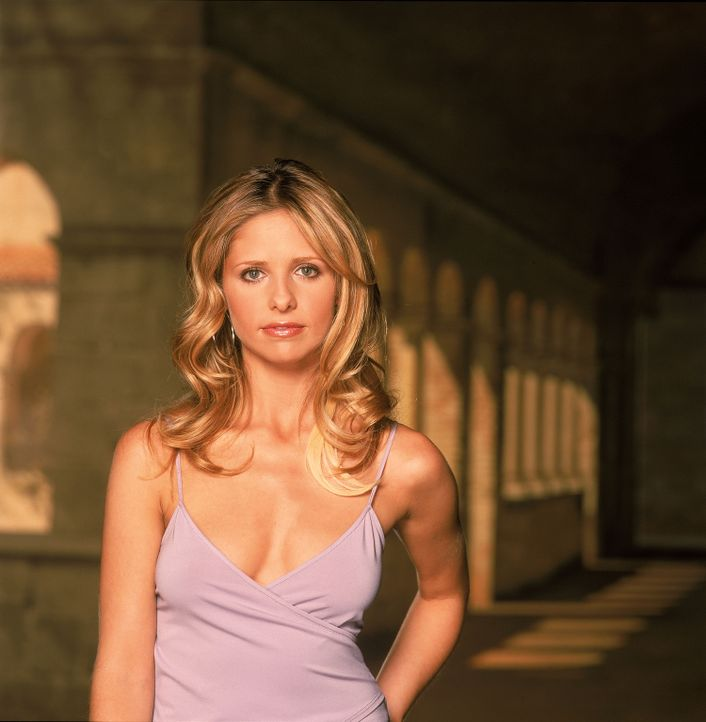 (5. Staffel) - Buffy (Sarah Michelle Gellar) sagt Dämonen und Vampiren den Kampf an ... - Bildquelle: 2000-2001 Twentieth Century Fox Film Corporation. All rights reserved.