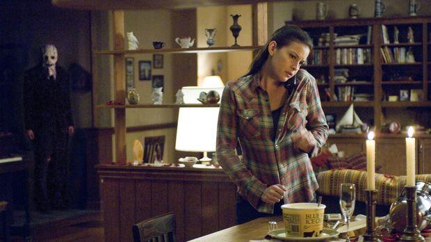 Während Kristen McKay (Liv Tyler, r.) in dem einsamen Landhaus auf ihren Freu...