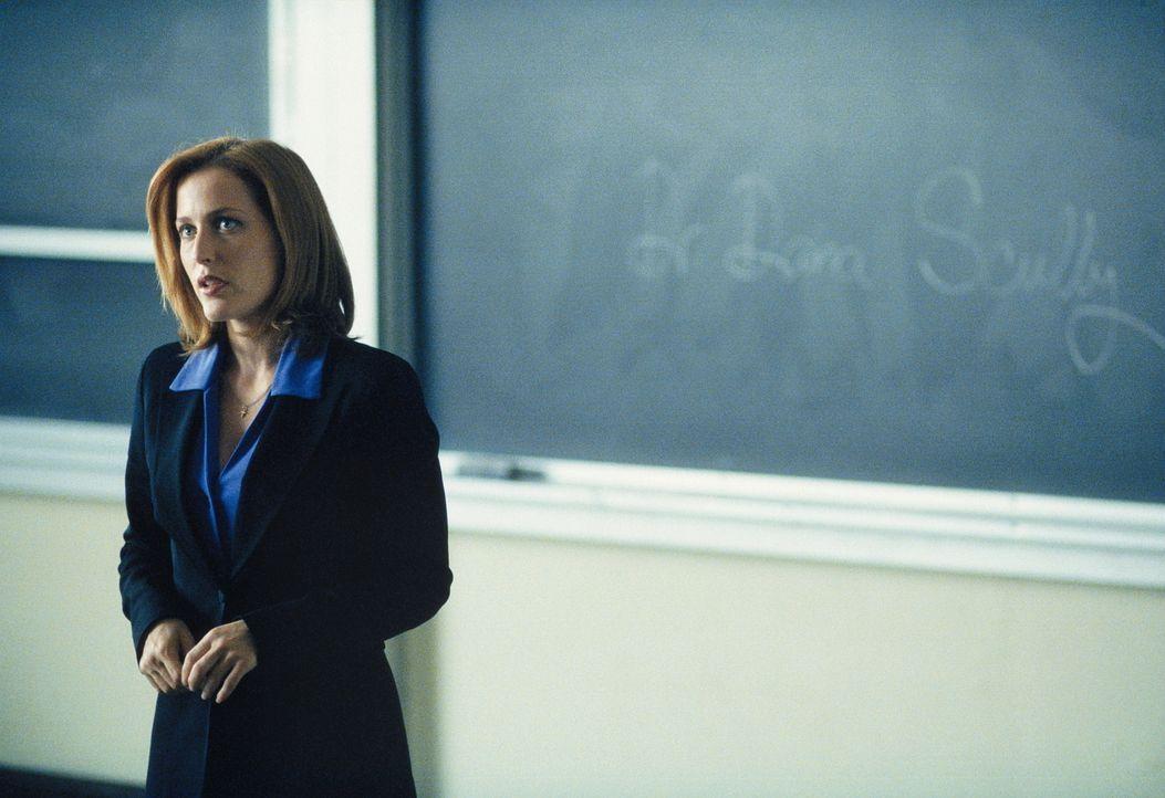 Agent Scully (Gillian Anderson) ist an die FBI-Akademie versetzt worden. - Bildquelle: TM +   Twentieth Century Fox Film Corporation. All Rights Reserved.
