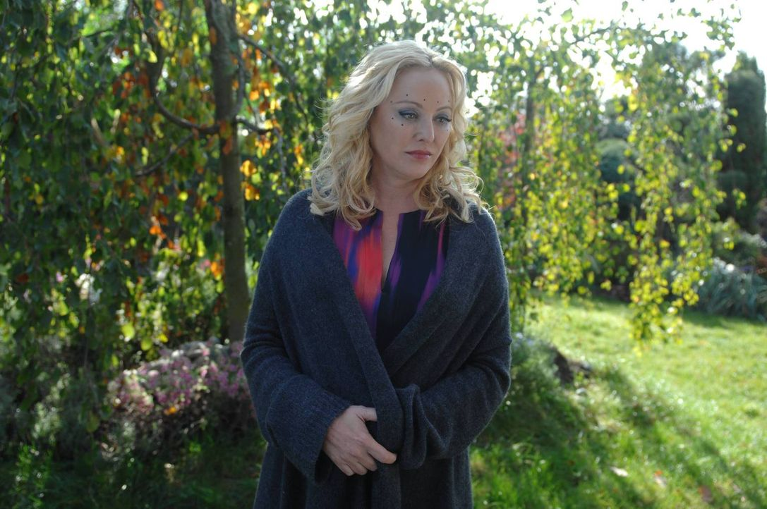 Was führt Penelope (Virginia Madsen) im Schilde? - Bildquelle: 2013 Lifetime Entertainment Services, LLC. All rights reserved.