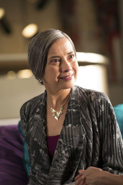 Tante Renata (Olivia Negron) stürzt Carmen und Odessas Leben ins Chaos ... - Bildquelle: 2014 ABC Studios