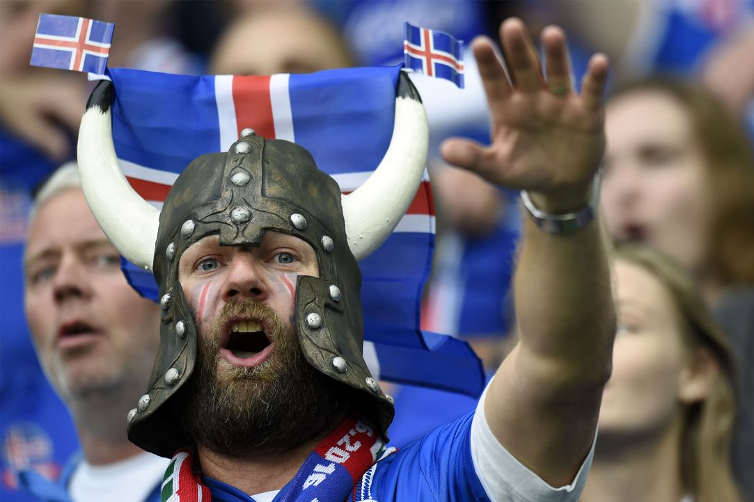 Iceland_supporter_PHILIPPE DESMAZES_AFP