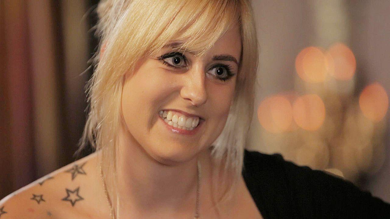 """Chrissi stellt sich heute den teilweise sehr intimen Fragen im ersten weiblichen Sex-Talk-Event im deutschen Fernsehen """"Paula kommt!"""". - Bildquelle: sixx"""