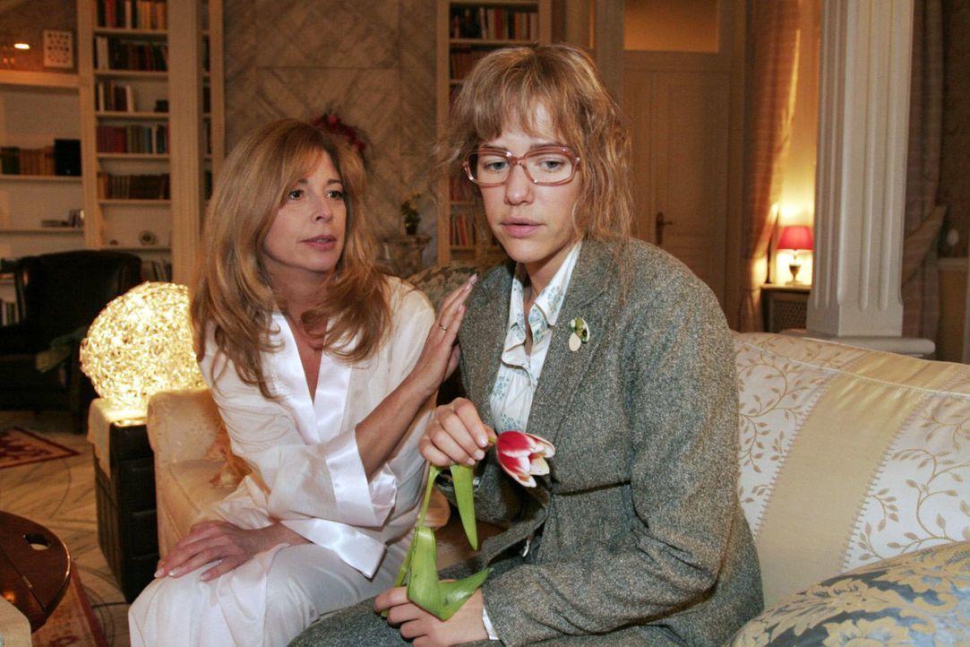 Lisa (Alexandra Neldel, r.) äußert Laura (Olivia Pascal, l.) gegenüber ihre Sorge um David - und findet eine verständnisvolle Zuhörerin. - (Dieses F... - Bildquelle: Noreen Flynn Sat.1