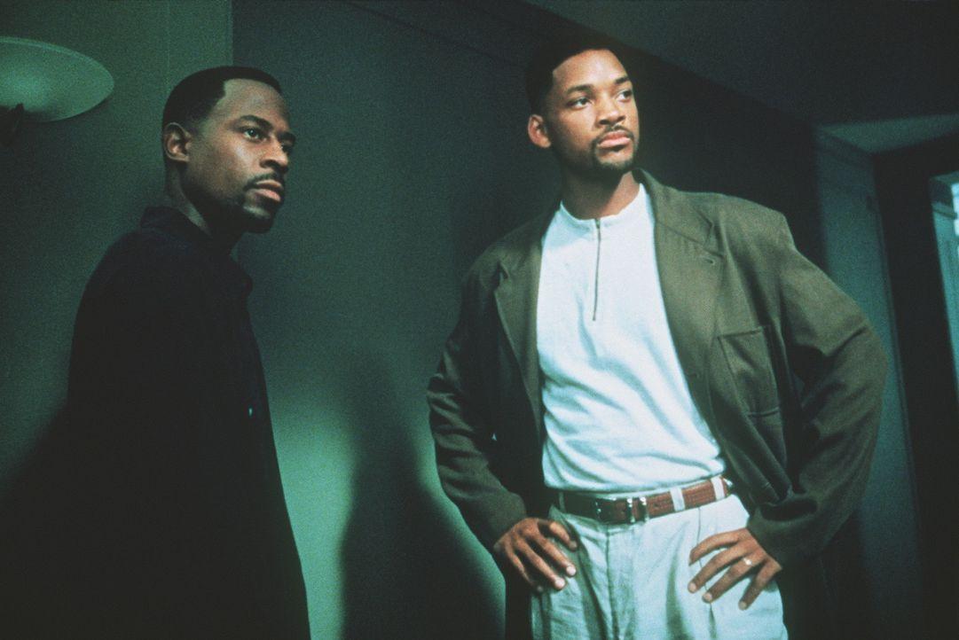 Nur 72 Stunden: Die Bad Boys Burnett (Martin Lawrence, l.) und Lowrey (Will Smith, r.) des Miami Police Departments müssen sich mit einer überaus... - Bildquelle: 1995 Columbia Pictures Industries, Inc. All Rights Reserved.