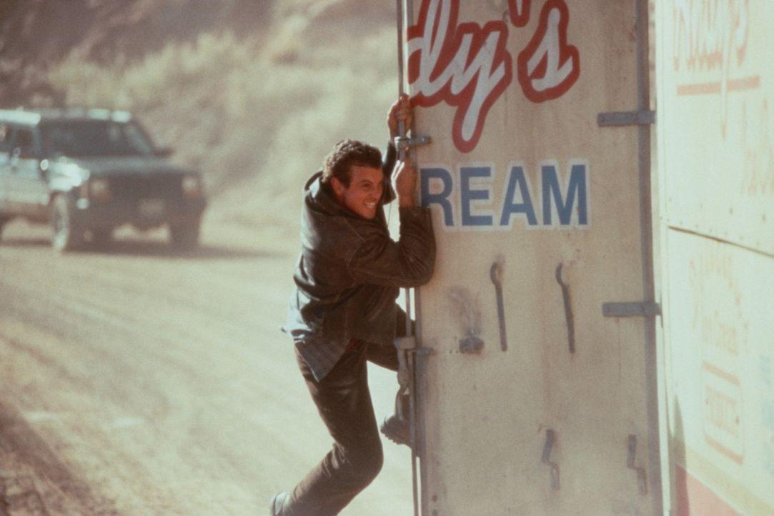 Lässt sich nicht so schnell abschütteln: Tim Mason (Skeet Ulrich) ... - Bildquelle: Warner Bros.