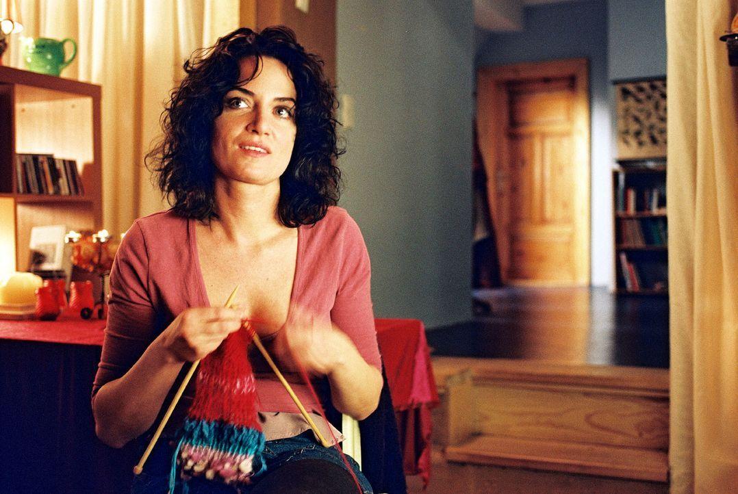 Marie (Natalia Wörner) versucht alles, damit Lena ein besonders schönes Weihnachtsfest hat. - Bildquelle: Sat.1