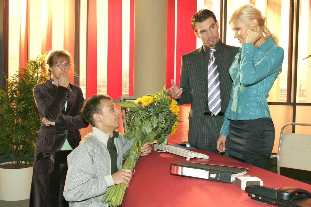 Jürgen (Oliver Bokern, 2.v.l.) gesteht Sabrina (Nina-Friederike Gnädig, r.) vor Richard (Karim Köster, 2.v.r.) und Lisa (Alexandra Neldel, l.) seine... - Bildquelle: Noreen Flynn Sat.1