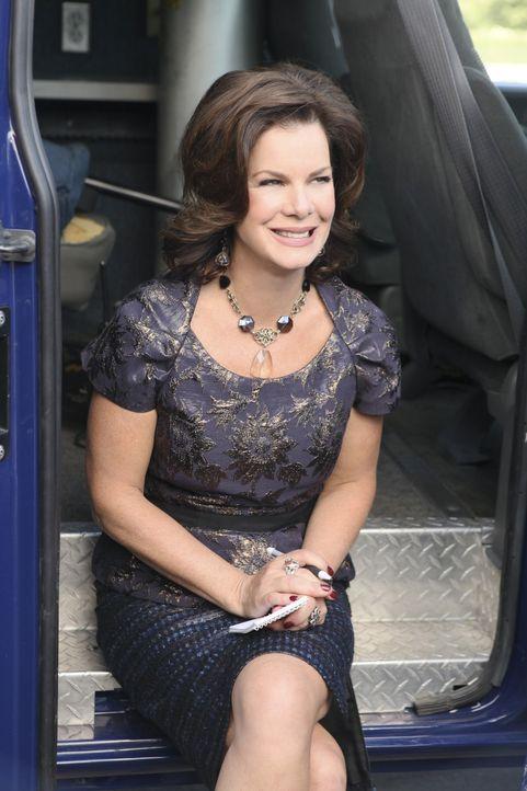Die Klatschreporterin Sheila Temple (Marcia Gay Harden) ist immer da, wo etwas passiert ... - Bildquelle: 2011 American Broadcasting Companies, Inc. All rights reserved.