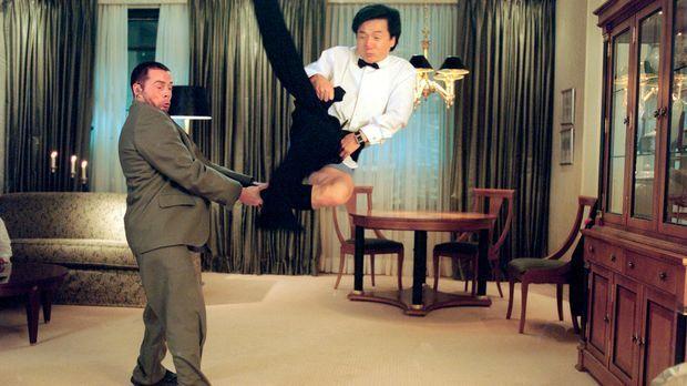 Wenn doch Jimmy (Jackie Chan, r.) seinen mit neuester Computertechnik ausgest...