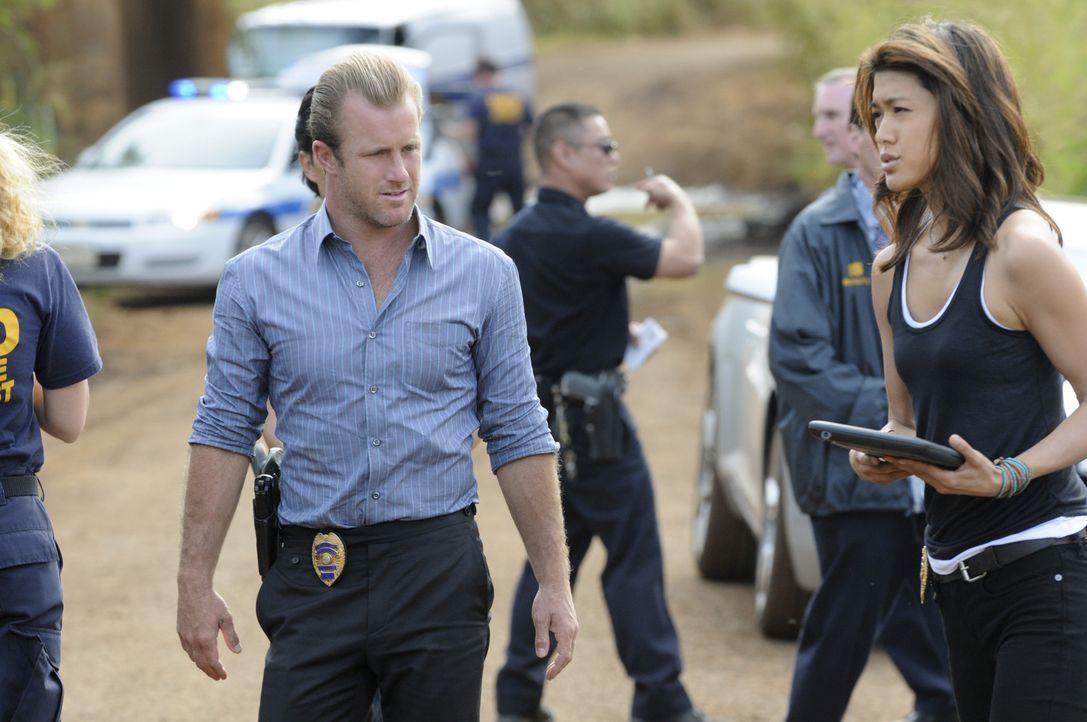 Danny (Scott Caan, l.), Chin und Kono (Grace Park, r.) ermitteln in einem neuen Mordfall, während sich Danny um eine  persönliche Sache mit Joe Wh... - Bildquelle: TM &   CBS Studios Inc. All Rights Reserved.