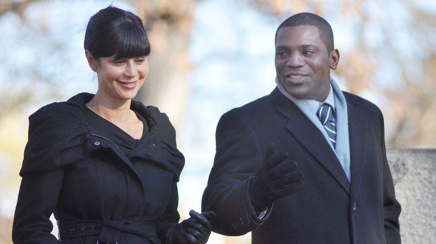 Auf der Beerdigung von Samuel trifft Abby (Catherine Bell, l.) ihren Ex-Kamer...