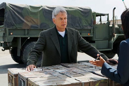 Navy CIS - Ermittelt in einem neuen Mordfall: Gibbs (Mark Harmon) ... - Bildq...