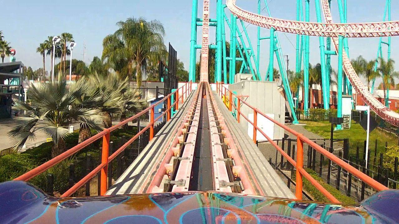 """Die """"Xcelerator"""" Achterbahn des Freizeitparks """"Knotts Berry Farms"""" in Kalifornien hat einen atemberaubenden Anstieg - und Fall! - Bildquelle: 2012, The Travel Channel, L.L.C. All rights Reserved."""
