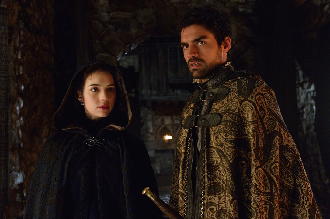 Zusammen nehmen sie Rache an den protestantischen Angreifern: Mary (Adelaide Kane, l.) und Condé (Sean Teale, r.) ... - Bildquelle: Ben Mark Holzberg 2014 The CW Network, LLC. All rights reserved.