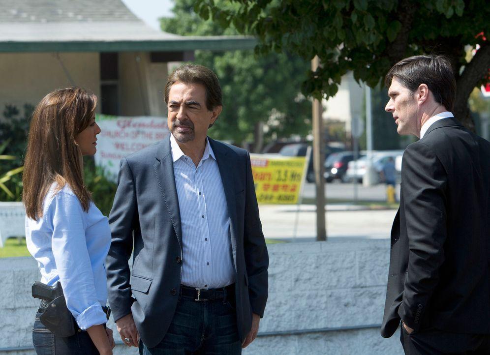 Als ein Scharfschütze in Dallas zuschlägt, ermittelt Hotch (Thomas Gibson, r.), Rossi (Joe Mantegna, M.) und Agent Tanya Mays (Eva Larue, l.), um de... - Bildquelle: ABC Studios