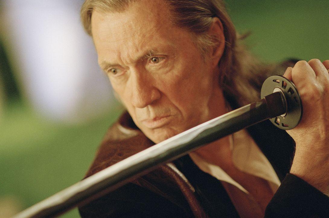 Bill (David Carradine) ist im Umgang mit dem Schwert unschlagbar - bis zu dem Tag, an dem er einen langerwarteten Besuch erhält ... - Bildquelle: Miramax Films. All rights reserved