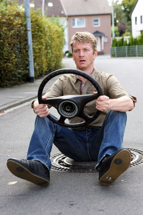 Als Autofahrer (Michael Kessler) sollten Sie keine Drogen nehmen - und schon gar nicht alle zusammen ... - Bildquelle: Sat.1