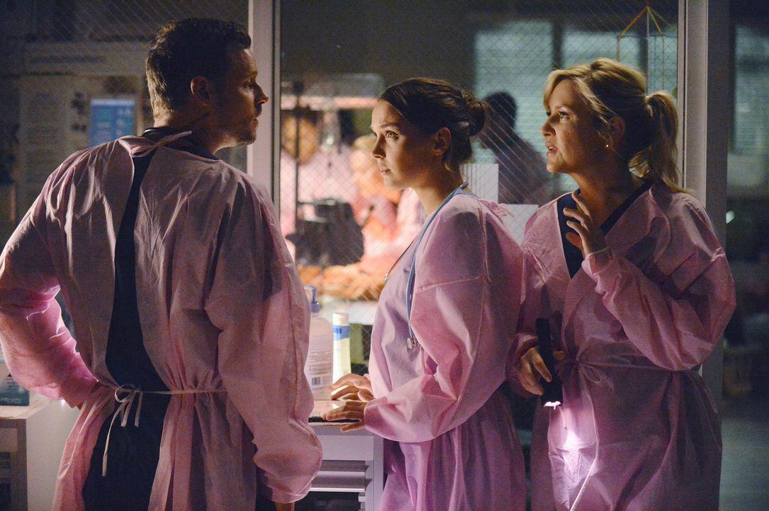 Matthew (Justin Chambers, l.) kommt ins Krankenhaus um dem unterbesetzten Personal unter die Arme zu greifen. Jo (Camilla Luddington, M.) und Arizon... - Bildquelle: ABC Studios