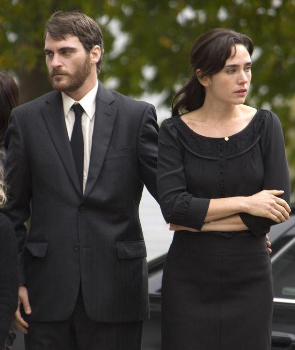 Ethan Learner (Joaquin Phoenix, l.), Grace (Jennifer Connelly, l.), Tochter Emma und der zehnjährige Josh führen ein glückliches Familienleben, b... - Bildquelle: TOBIS Film