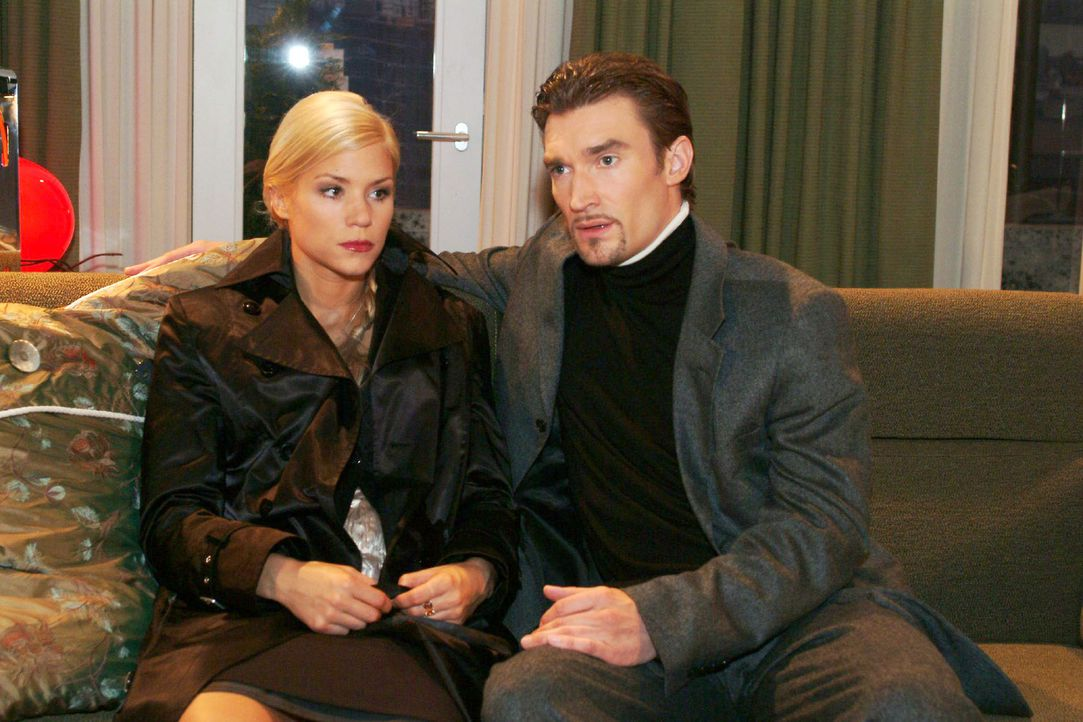 Sabrina (Nina-Friederike Gnädig, l.) überrascht Richard (Karim Köster, r.) mit einem Geständnis ... - Bildquelle: Monika Schürle Sat.1
