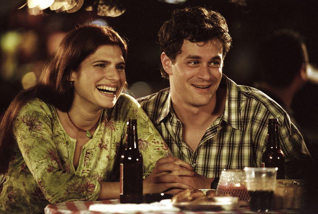 Abbys Bruder Eric (Tom Everett Scott, r.) kommt mit seiner Freundin Jody (Lake Bell, l.) zu Besuch. Abby empfindet ihren Bruder verändert und gibt... - Bildquelle: TM+  2000 WARNER BROS.