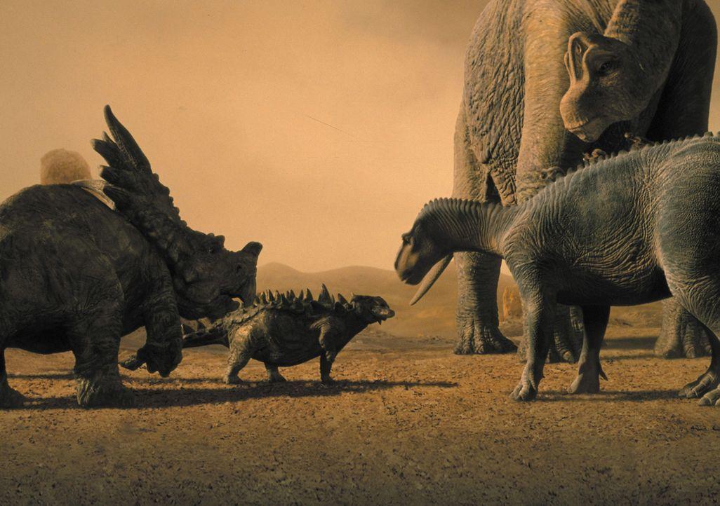 Als er sich nach einer Naturkatastrophe einer heimatlosen Dinosaurierherde anschließt, erwarten den jungen Saurier Aladar gefährliche Abenteuer, abe... - Bildquelle: Disney Enterprises Inc.
